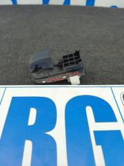 Запчасть кнопка стеклоподъемника задняя правая Mazda 3 BL 2012